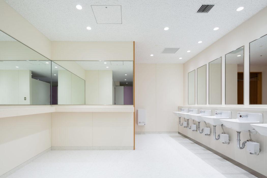 トイレの回転数をあげるため、洗面スペースは最小限となっている